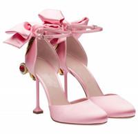 salto alto com ponta rosa venda por atacado-Strass Sexy Alta Fina Spike Heels Bombas Mulheres Eleagnt Sapatos De Seda Rosa Slip-On de Alta Qualidade Dedo Do Pé Redondo Sapatos De Casamento 2017