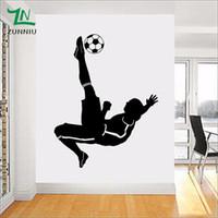 ingrosso ragazzo arte della camera da letto-Grande Football Footballer Wall Sticker per bambini ragazzi camere Soggiorno camera da letto decorazione Murale muro Art Poster Decal 50 * 70 cm