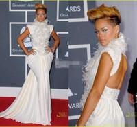 vestidos de manga de la tapa de alfombra roja al por mayor-Rihanna sexy en Grammy Vestidos de la celebridad de la alfombra roja Sirena sin espalda Cuello alto Lentejuelas de plumas Cap Manga 2019 Vestidos de noche Vestidos de baile