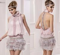 pink sparkly dress toptan satış-Vintage Büyük Gatsby Pembe Yüksek Boyun Kısa Balo Resmi Elbiseler Tüy Sparkly Boncuklu Backless Kokteyl Parti Durum Elbise