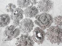 karışık gelin broşları toptan satış-15 Adetgrup Karışık Stilleri Gümüş Kaplama Diamante Kristal Broş Düğün Buket Aksesuar DIY Gelin veya Parti Buket Malzemeleri