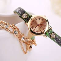 2017Fashion donne al quarzo delle donne braccialetto orologio Donna Ladies femminile Crystal Rhinestone Rivet catena casuale Montre Watch