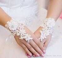 Wholesale Short Rhinestone Wedding Gloves - 2016 Fashion Lovely Flowers Short Lace Bridal Gloves Rhinestone Fingerless Wedding Gloves Bridal Accessories in Stock