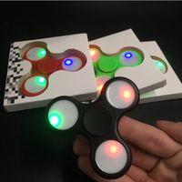 ingrosso giocattolo di filatura leggera-Spinners a mano LED Flash Light con interruttore luminoso Fidget Spinner EDC Triangolo Finger Spinning Decompressione Dita Giocattoli di ansia DHL