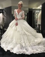 2018 Neueste White Tüll V-Ausschnitt Ballkleid Kathedrale Zug Brautkleider Delicate Three Layers Long Sleeves Spitze Appliques Brautkleider