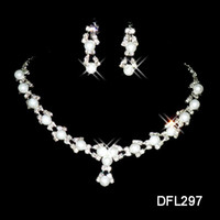 $ 0.99 Venta caliente Holy White Rhinestone Flor Cristal Perlas Pendiente Collar Set Bridal Party Bridal Jewelry