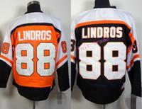 siyah c yama toptan satış-Eric Lindros CCM Philadelphia Flyers Hokeyi Forması Ucuz Siyah Turuncu # 88 Eric Lindros Jersey Dikişli C Yama