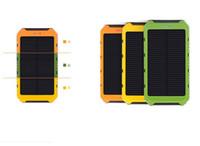 harici cep telefonu şarj cihazları toptan satış-5000 mAh Güneş IP4X4 Su Geçirmez Harici PowerBank Pil Paketi Çift 5000 mah USB Güç banka Şarj cep telefonları için Araç Şarj
