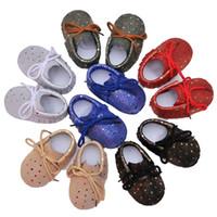 12 ayakkabı bağcık toptan satış-Bebek Moccasins Hakiki Deri Dantel-up Shinning Püsküller Noktalar Bebek Ayakkabıları Yumuşak Sole kaymaz Bebek Prewalkers Bebe ...