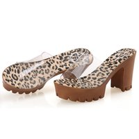 Nova lista Sandálias baratas Mulheres Saltos altos Online Designer Ladies Chunky Pumps Calçado Sexy Fashion Female Beach Discount Slippers Outlet Shoe