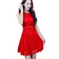 kırmızı tığ işi elbise toptan satış-Güzel Kadınlar Kırmızı Dantel Elbiseler Bayanlar Balayı Hollow Out Tığ Kısa Işlemeli Elbise Vestido Vermelho Robe Courte Dentelle