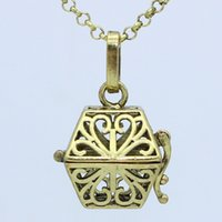 Vente en gros Antique Bronze Flower Hollow Magic Box Locket Pendentif 30