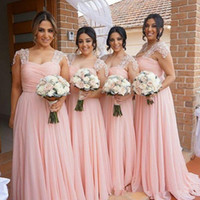vestido fresco venda por atacado-Luz fresca rosa vestidos de dama de honra para o verão jardim casamentos Boho A linha cap mangas plissados longo maid de honra vestidos de casamento convidado