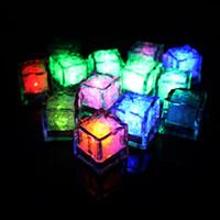 buz küpü dekorasyon led toptan satış-12 adet / grup LED Gece Lambası buz küpü Decorati Güzel Parlayan Ice Cube işıklı Buz Led Toptan Için dekorasyon mariage
