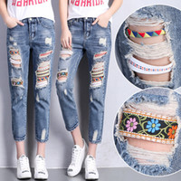 Barato Boêmio Da Fita Da Senhora-Atacado- Mulheres Bohemian Jeans Capris Ripped Holes Ladies Retro Denim Pants Distressed Womens Ethnic Harem Jeans With Ribbons