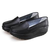 sapato de verão cunha preta venda por atacado-Verão Sapatos de Couro Genuíno das Mulheres Enfermeira Balanço Trabalho Único Sapatos Cunhas Preto branco Plataforma LPP31