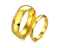 Vente en gros Acier inoxydable Gold Smooth Surface Designs Couple Lovers Band Rings for Men Femmes Taille 5-10