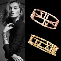 ingrosso braccialetto romanico numerico-Moda bracciale in acciaio al titanio numeri romani Bracciale con braccialetti cava bracciale per le donne gioielli in oro placcato braccialetti all'ingrosso
