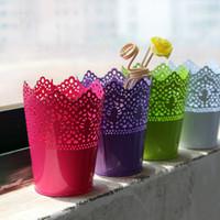 ingrosso disegni di vasi-Vaso di colore della caramella Hollowed Out Design Barili di fiori di ferro Contenitore robusto Stereo Vaso da giardino rotondo Vaso di fiori per la decorazione domestica 4 5tg A R