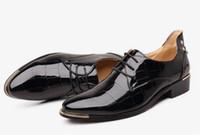 erkekler için burunlu ayakkabı toptan satış-Yeni moda erkekler parti ve düğün el yapımı loafer'lar erkekler kadife ayakkabı ile kaplan ve altın toka erkekler elbise ayakkabı erkek daireler 37-48