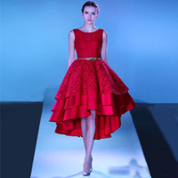 ingrosso ciao abiti da sera basso-Red High Low Lace Prom Gowns 2018 Più nuovo Scoop Neck Satin Tiered Gonne Tea Length Evening Party Dress Robe De Soiree