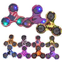Led Flashing Camouflage Hand Spinner Gyro Cross Style Fidget spinners Desk Focus Toy para crianças / Presentes para adultos 2017 Venda quente OTH490
