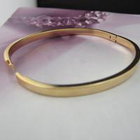 bracelet en or lisse achat en gros de-Femmes Mode Or Jaune 18K Rempli Ouvert Bracelet Bracelet Solide Squarish Ovale En Forme 4 MM Lisse Charnière