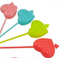 Wholesale novelty material - An arrow through a heart shape tea strainer Novelty material plastic tea infuser Multicolor random send