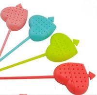 tee infuser kunststoff großhandel-Ein Pfeil durch ein Herzform Teesieb Neuheit Material Kunststoff Tee Infuser Multicolor zufällig senden