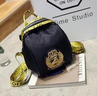 saco de fita amarela venda por atacado-A fita amarela envoltório mini pano de Oxford novo urso insígnia bolsa de ombro duplo e transportar mochila de lazer