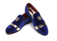 männer blauen müßiggänger schuhe großhandel-2018 Trendy British Designer Men spitze Samt Blau Rot Homecoming Partykleid Oxford Hochzeit Schuhe Wohnungen Müßiggänger männliche Mokassins