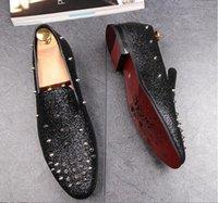 zapatos de vestir puntitos de goma al por mayor-Nuevo estilo de los hombres británicos de oro rojo remachado tachuelas Spike zapatos casuales zapatos Homecoming Pageant vestido de boda zapatos de baile de goma GX25