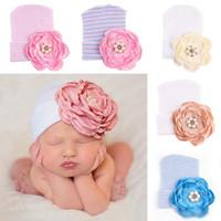ingrosso berretto da neonati-Cappelli neonato Bambino Autunno Inverno Perla Fiore caldo Berretti all'uncinetto Stripe Solid Cute Knitted Hats