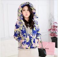 ropa de camuflaje gratis al por mayor-2014 invierno moda coreano nuevo camuflaje de color chaqueta abajo chaqueta con capucha mujeres envío gratis