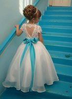 jewels crystal flowers 도매-새 캡 슬리브 플라워 걸스 드레스 쥬얼 넥 아플리케 Tulle Long Girls 정장을 입은 파티 드레스 블루 보우 샷시 BA3744