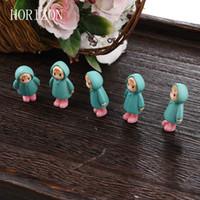 ingrosso miniature di giardino fiabesco-Wholesale- 5PCS / Set Mini Girl Fairy Garden Figurine Miniature Resina Artigianato Ornamento Ornamento Gnomi Moss Terrari Decorazioni per la casa