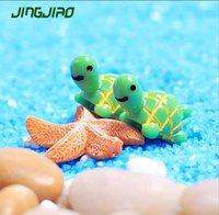 suni süs eşyaları toptan satış-Yapay Sevimli Yeşil Kaplumbağa Hayvanlar Peri Bahçe Minyatürleri Mini Gnomes Moss Terraryumlar Reçine El Sanatları Ev Dekorasyon için Figürinler