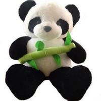 dev doldurulmuş oyuncak pandalar toptan satış-Büyük Şişman Panda Peluş Oyuncak Dev Yumuşak Dolması Panda Tutan Bambu Bebekler Çocuk Hediye için 39 inç