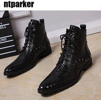 Forward Black Men Chaussures en cuir High Top Pointed Toe Lace Up Short Ankle Boot Man Snake Pattern Rivets Ankle Boots Hommes!