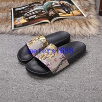Wholesale new arrival mens fashion causal sandals summer outdoor beach slide sandals with Bengal blooms bee flower print