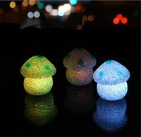 Ew Cute 7cm Color Changing LED Mushroom Lâmpada EVA Party Lights Mini Soft Baby Kids Sleeping Nightlight Novelty Luminous Toy Gift