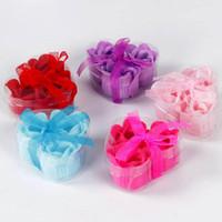 ingrosso valentine uno-Eco-Friendly 3pcs = una casella) di alta qualità i colori della miscela di cuore a forma di rosa fiori di sapone per Romantico Sapone San Valentino regalo del bagno