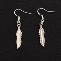 ingrosso orecchini pendenti-Orecchini pendenti in argento 925 con pesci piuma 40 paia / lotto Lampadario in argento antico E564 42.1x5.4mm