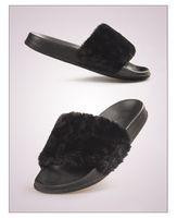 zapatillas blancas y esponjosas al por mayor-Piel esponjosa Zapatillas de mujer Zapatillas de moda Zapatillas de invierno de felpa Zapatos casuales Pisos Blanco Negro Chaussure Femme