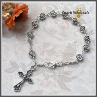 rosarios religiosos al por mayor-30 unids / lote cuentas de flor de metal de plata antigua de las mujeres católicas rosario pulsera cruz religiosa encanto pulsera regalo de la joyería