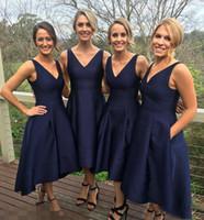juniors formale kleider marineblau großhandel-2017 Garten Short High Low Brautjungfernkleider Mit Taschen Marineblau Günstige V-ausschnitt Falten Trauzeugin Kleider Formale Junior Brautjungfern Kleid
