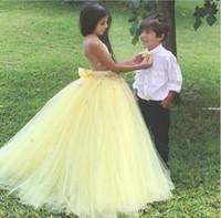 meninas de flor vestidos de noiva amarelos venda por atacado-New Fairy Flower Girls 'Dress Luz Amarelo Jardim Pétala Princesa vestido De Baile Colorido De Tule Festa De Aniversário De Casamento Custom Made Moda