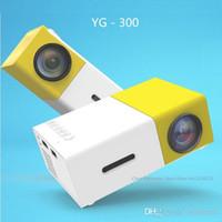 dlp construída projector wi-fi 3d venda por atacado-Mesuvida Projetor Genuíno LED Portátil 500LM 3.5mm de Áudio 320x240 Pixel YG-300 HDMI USB Mini Projetor Media Player Hot + NB