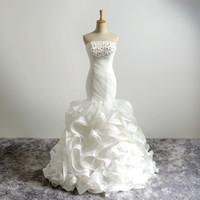 fildişi kıvırcık elbiseler gelinlik toptan satış-Lüks Kristaller Dantel Aplike Organze Mermaid Gelinlik Ruffles Pleats Sweep Tren Gelin Düğün Resmi olarak Vestido De Novia Fildişi