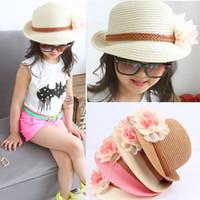 bebek kızları için hasır şapkalar toptan satış-Bebek Çiçek Kapaklar Çocuklar Saman Fedora Şapka Kızlar Güneş Şapka Çocuk Yaz Caz Kap Iki Çiçek Sunhat Çocuk Plaj Şapka
